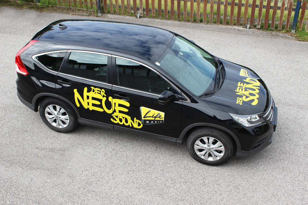 AgenturWimmer beklebt die Fahrzeuge von Life Radio