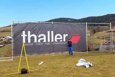 sportplatzwerbung mit digital bedruckten mesh-transparenten